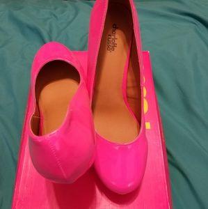 Size 10 Neon pink heels, never worn